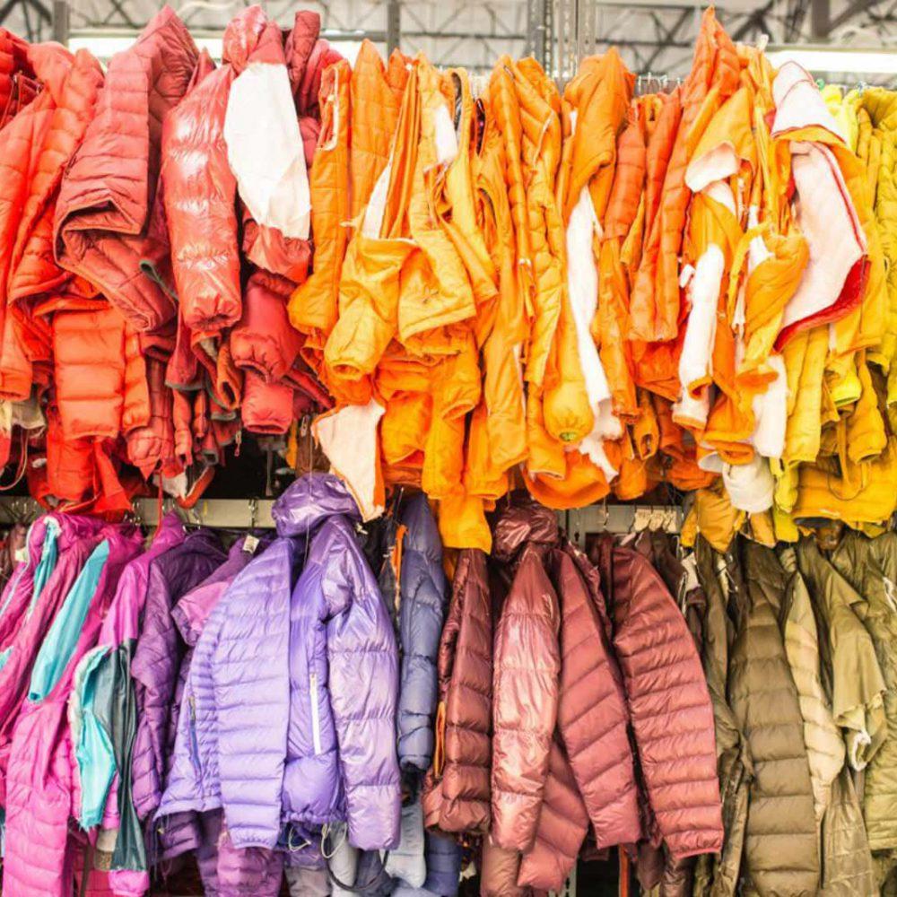 Seit einiger Zeit schickt Patagonia mobile Reparaturwerkstätten auf Worn Wear Tour.